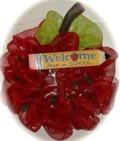 Back to school wreath - cute gift idea for teacher/classroom.