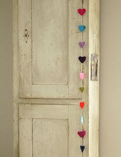 #DIY Heart garland - made by woodwoolstool.com - #101woonideeen.nl - Dutch interior and crafts magazine