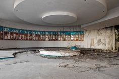 Pictures of abandoned clubs.