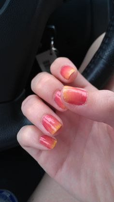 gradient nails: http://allyson-in-wonderland.tumblr.com/