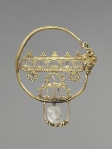 Earring with Openwork    Byzantium, early Byzantine period, 7th-9th Century    Date: 600-800    Medium: gold with a rock crystal bead    Dimensions: Overall - h:4.20 cm (h:1 5/8 inches)