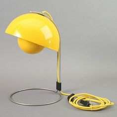 Flowerpot table lamp, Model VP4 by Verner Panton for sale at Deconet