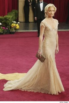 Kate Hudson in Donatella Versace at 2003 Academy Awards.