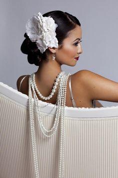<3<3 bride photos, fashion, weddings, pearls, white, bob hairstyles, wedding hairstyles, wedding headpieces, flower