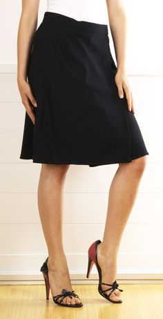 Skirts that show some leg! Black Skirts #newskirts #BlackSkirts #Black #sunayildirim #Skirts  #womenfashion www.2dayslook.com