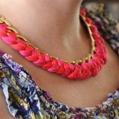How to make a chain woven necklace & 30 more DIY necklaces.