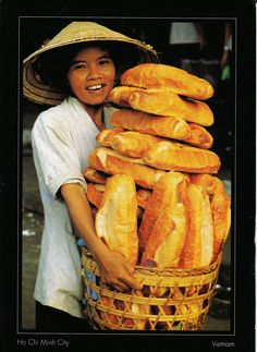 Typical scene in Vietnam. Le pain.