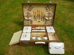 Vintage six-place Brexton picnic set or hamper
