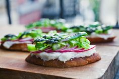 white bean crustini