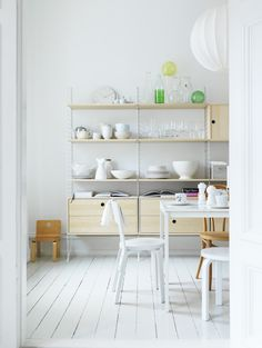 Beautiful cupboard and storage system via string.se