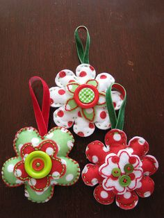 felt christmas ornaments - cute for the bottom of the tree (the reachable by toddlers part!)