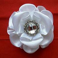 Make ribbon flowers for you ribbon flower