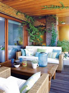 Light blue, white and green for a stylish relaxation