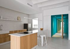 Kitchen inside the holiday apartment in Barcelona rennovated by Colombo and Serboli Architecture.
