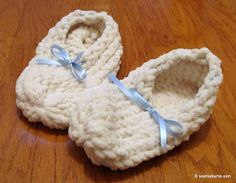 The Simplest Slippers by Sophia Burns of Loomatics.