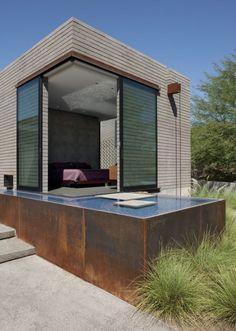 Chen + Suchart Studio designed the Yerger Residence in Phoenix, Arizona.