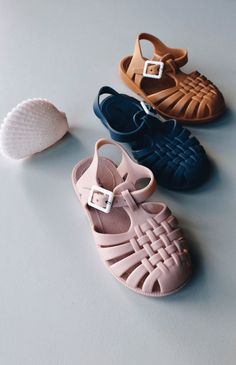 These are the absolute must-have summer sandal for your little ones. Made from soft, matte PVC, free from harmful chemicals like BPA and available in the three gorgeous Liewood colours we all love, they're perfectly paired with the Liewood beach sets, swimwear and sun hats. #jellyshoes #toddlerstyle