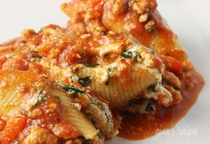 Spinach Stuffed Shells with Meat Sauce #shells #stuffed #spinach #meat