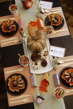 Kid-Friendly Thanksgiving ~ LOVE THIS KIDS TABLE!!!