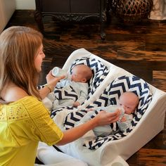 SO wish this was available when my twins were born! Gallery | Twin Baby Feeding System | Table for Two