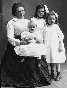 Belle Gunness, a Norwegian-American serial killer, killed her children, her many husbands, and various other people (more than 40) for insurance payouts and cash. Belle faked her own death and eluded capture and trial. ca 1908