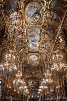 Le plafond du Grand foyer de l'Opéra Garnier. Paris, France