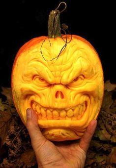 Amazing Pumpkin Carvings (35 Pics)
