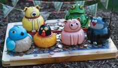 ideas for clay creatures...encourages great variety of outcomes. Love lessons that students have choice and options for individuality!!!! Looks like these are all started with one medium and one small pinched form.