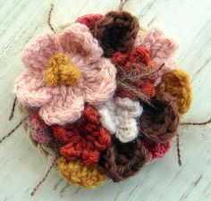 brooches, color combos, brown flower, flower brooch, colors, brooch crochet, pink, flowers, crochet brooch