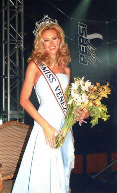 Miss Venezuela 2001 Cynthia Cristina Lander