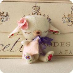 omg! how cute is this!!! lamb pattern baby products, felt dolls, sewing diy, felt diy, children toys, baby toys, lamb, felt animals, kids toys
