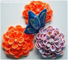 Flores de Feltro com Pétalas Bordadas e Efeito Tridimensional
