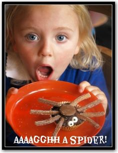 Spider cupcakes - so easy and fun to make for Halloween