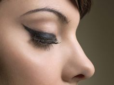 Winged Eyeliner: The Best Video Tutorials Out There