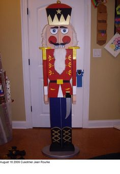 We might be cracked but we're nuts for these Christmas decorations! Jean Rourke did a beautiful job with this Nutcracker woodworking project.