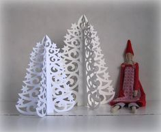 Free printable template - Christmas paper lace tree with picture tutorial