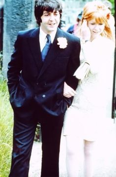 Paul McCartney & Jane Asher @ his brother Mike's wedding.