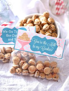 Cookies and Milk Snack Mix & a FREE printable tag!  ~ A simple Snack Mix made with Cookie Crisp Cereal sandwiched together with white chocolate! Poppable, cute and simple!
