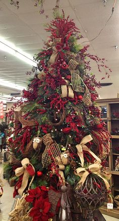 Country style Christmas tree decorated with burlap ribbon---I'd leave more room for our family ornaments, but I love the red and burlap!