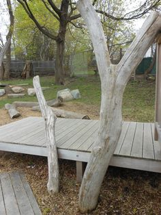 Driftwood incorporated onto play structure or deck yard garden, groen schoolplein, patio idea, outdoor space, small patio, ece idea, het groen, kid outdoor, person playground