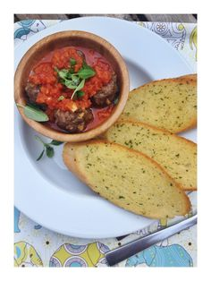 Easy meatballs in 5-veg tomato sauce with garlic bread dippers | Daisies  Pie