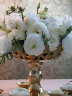 white ranunculus .... Easy arrangement