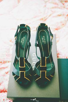 gorgeous green gucci shoes.