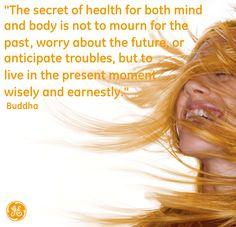 """""""El secreto de la salud tanto del cuerpo como de la mente es no lamentarse por el pasado y no preocuparse por el futuro ni anticipar problemas sino vivir en el momento presente sabiamente y de todo corazón."""" (Buda Shakyamuni)"""