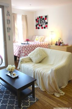 Home decor with Pretti Please blog! Home + Apartment style.