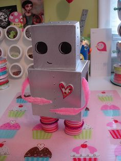 Girl Robot Valentine Box, might make it a little different ........