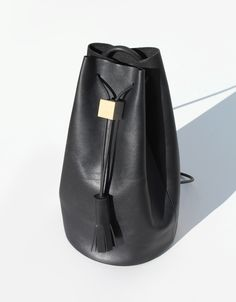 Los Angeles-based Building Block has yet again delivered a collection of bags that redefines functional pieces into an elegant minimalism. Looking back at their previous collections, the style has subtly evolved toward a more mature and luxurious direction. While the proportions and details of the bags reflect the modern day need for effortlessness and convenience, its materials, craft and finishings are classic. backpacks, build block, bucket, wood blocks, beauty, architecture, work bags, black, material crafts