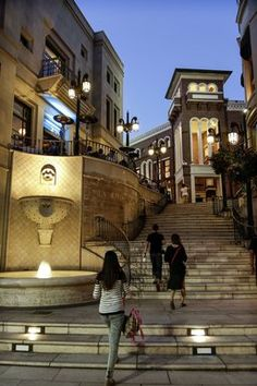 The history of Rodeo Drive, including Two Rodeo's 1989 opening.