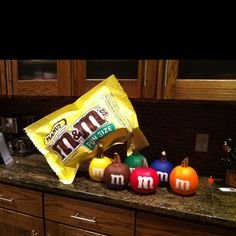 Pumpkin Decorating Contest Idea . click the link for a plethora of craft ideas of all kinds !!!