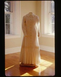 emily dickinson museum   Emily Dickinson's dress